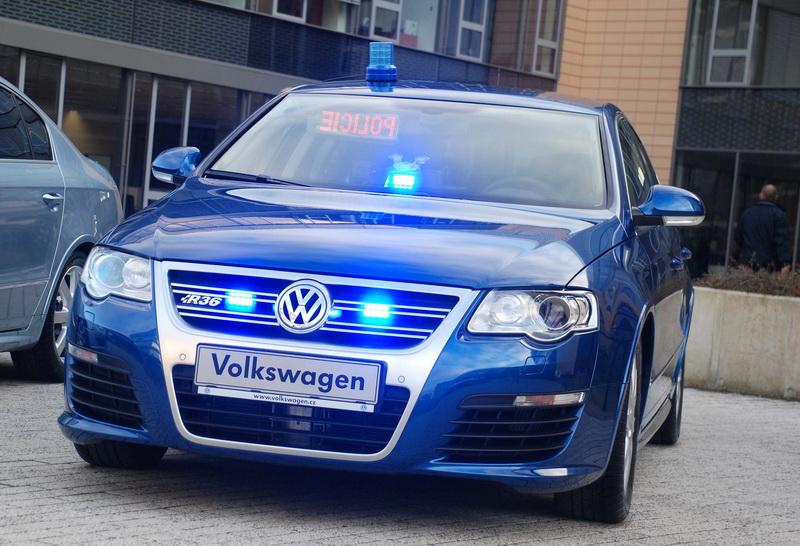 Nehoda policejního VW Passat R36 na videu: tak se pomáhá na D8 - 3