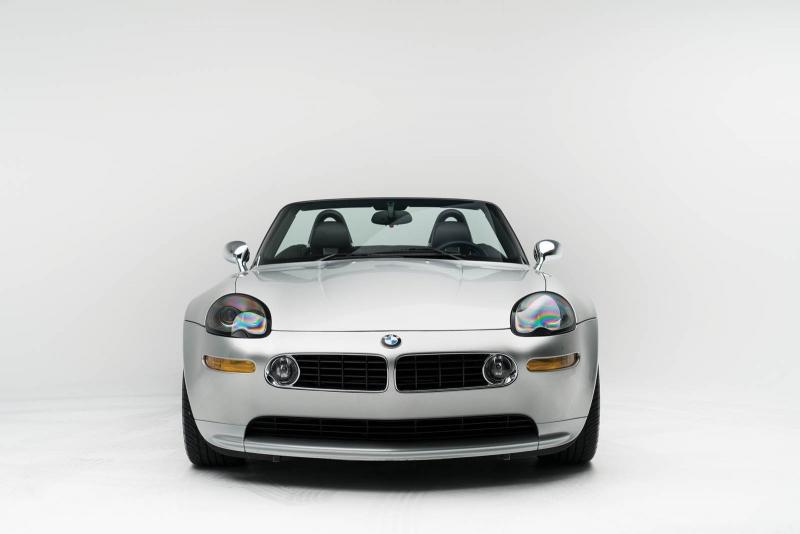 Nádherné BMW Z8 Steva Jobsa pôsobí, akoby ho ponúkala samotná spoločnosť Apple. Nevieme, či je to skôr tým nádherným strieborným lakom alebo štúdiovými fotkami! - svetapple.sk