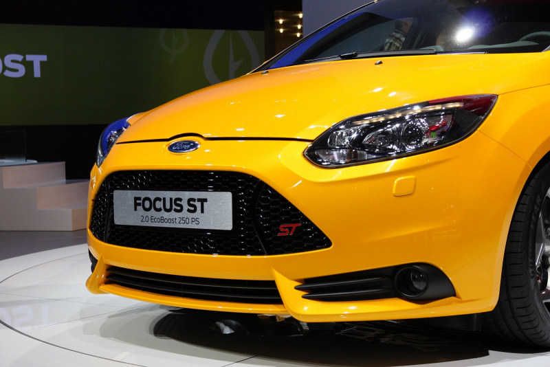 Pictures together with Wallpaper 0c also Ford Focus Rs V Renaultsport Megane R26r Pictures also Focus Tagfahrlicht I203587925 also 110. on ford focus