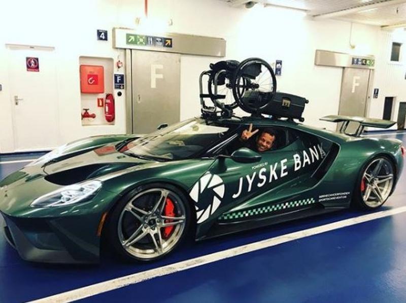 Ford Gt Forum >> Galerie k článku Podívejte se, co vozí na střeše majitel tohoto supersportu. Respekt zaslouží už ...