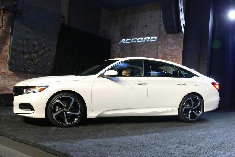 Galerie k článku Honda představila nový Accord. Má vážně bizarní záď, vizuálně i fakticky (27 ...