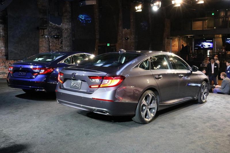 Galerie k článku Honda představila nový Accord. Má vážně ...