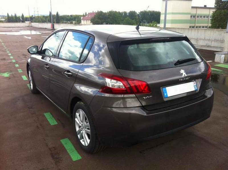 Peugeot 308 2014 nafocen také v levnějším provedení, bez mlhovek