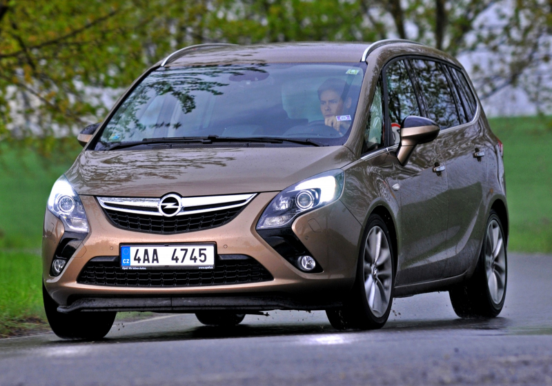 test opel zafira tourer 1 6 cdti nejslab m te pad ka. Black Bedroom Furniture Sets. Home Design Ideas