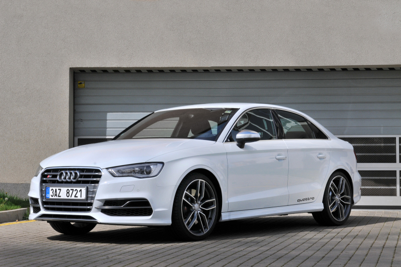 Galerie k článku Rychlý test Audi S3 Sedan 2014: Golf R s ...