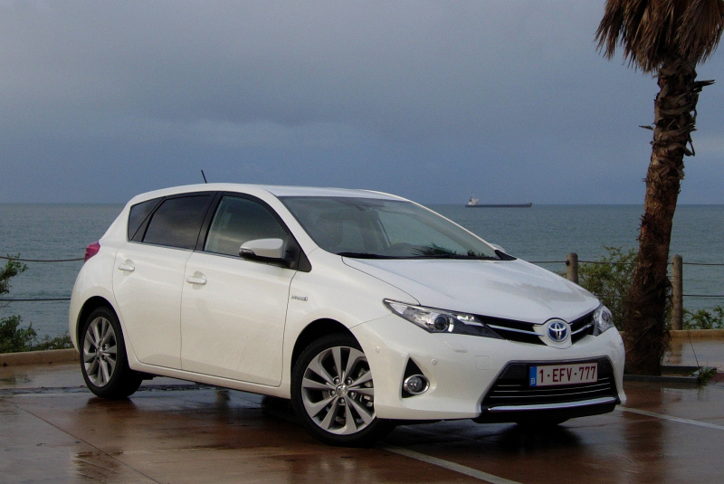 zoek auto met test toyota auris 2013. Black Bedroom Furniture Sets. Home Design Ideas