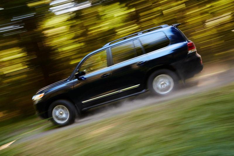 Toyota Land Cruiser 2016 Galerie k článku Toyota Land Cruiser 2016: venku je i ...