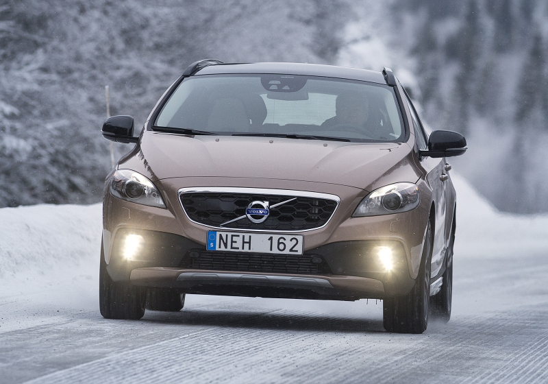 volvo v40 cross country 2013 4x4 i pro motor t4 diesely. Black Bedroom Furniture Sets. Home Design Ideas